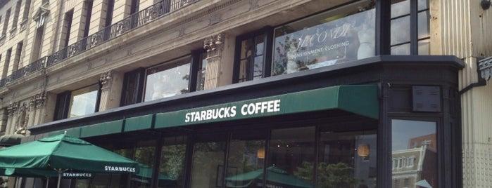 Starbucks is one of Lieux sauvegardés par Jared.