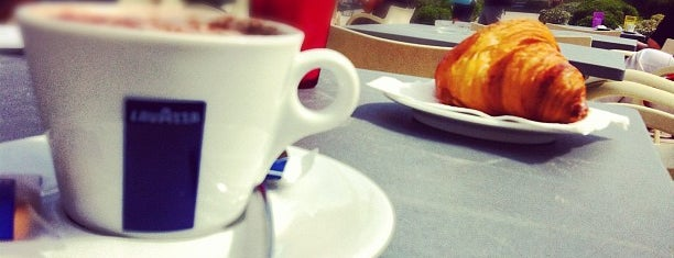 Bleu Cafe is one of Lieux qui ont plu à CM.