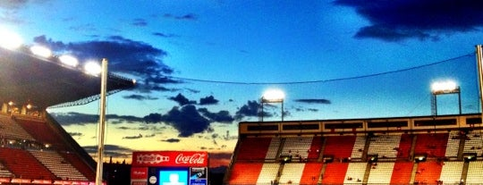 Estadio Vicente Calderón is one of Locais curtidos por Hello I'm Shinoda .