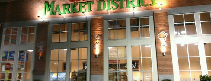 Market District Supermarket is one of Lugares favoritos de John.