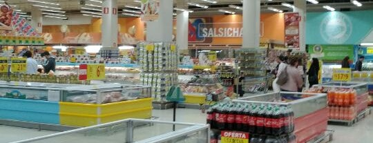 Carrefour is one of Locais curtidos por Emerson.