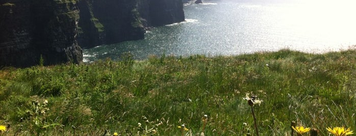Cliffs of Moher is one of Lugares favoritos de Alan.