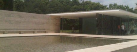 Mies van der Rohe Pavilion is one of Museus de Barcelona.