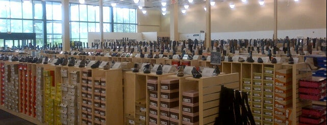DSW Designer Shoe Warehouse is one of Posti che sono piaciuti a Ryan.