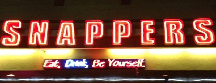 Snappers Grill And Comedy Club is one of Jeffさんのお気に入りスポット.