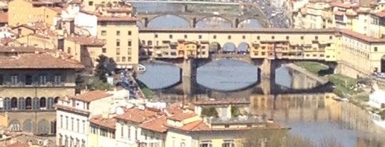 Piazzale Michelangelo is one of 101 posti da vedere a Firenze prima di morire.