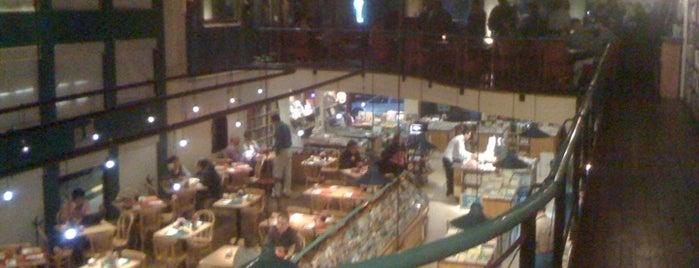 Cafebrería El Péndulo is one of Mis Sitios Favoritos.