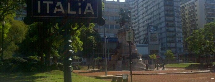 Plaza Italia is one of Buenos Aires Tour.