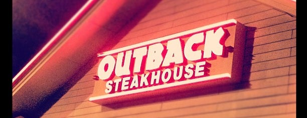 Outback Steakhouse is one of Orte, die Káren gefallen.