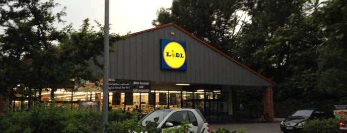 Lidl is one of Locais curtidos por Cristi.