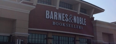 Barnes & Noble is one of Tempat yang Disukai IS.