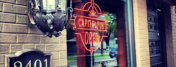 Capitol Pub is one of Locais salvos de Dashea.