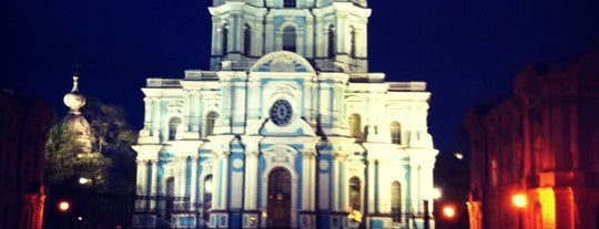 Площадь Растрелли is one of Lugares favoritos de Dmitry.