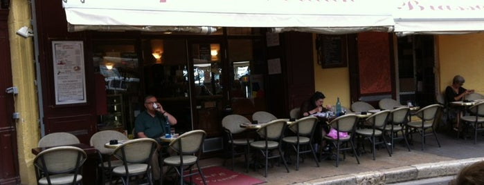 Café Le Verdun is one of Provence France.