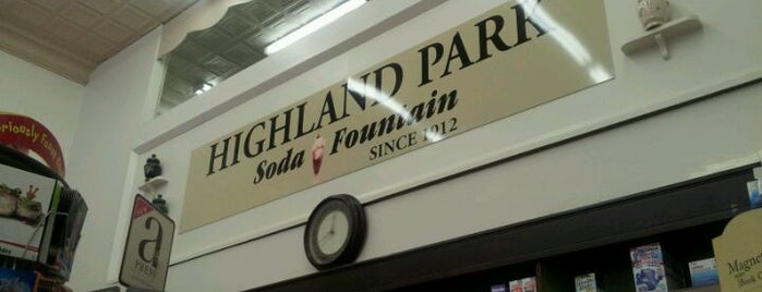 Highland Park Old-Fashioned Soda Fountain is one of สถานที่ที่ Chris ถูกใจ.