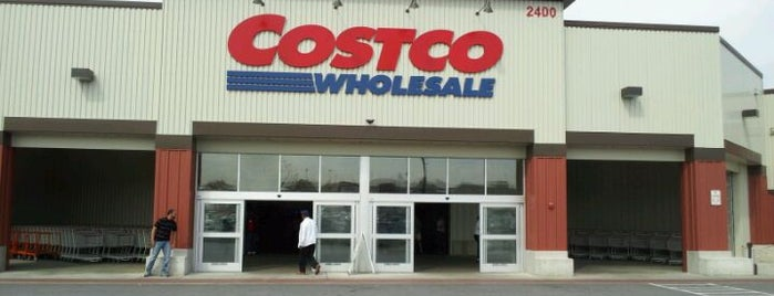 Costco is one of Locais curtidos por Adam.