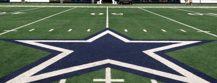 AT&T Stadium is one of Tempat yang Disukai Mark.