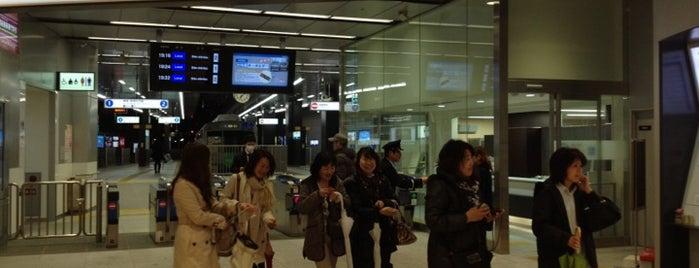 Shin-shizuoka Station (S01) is one of Lugares favoritos de Masahiro.