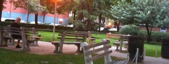 Pinwheel Park is one of Locais curtidos por John.