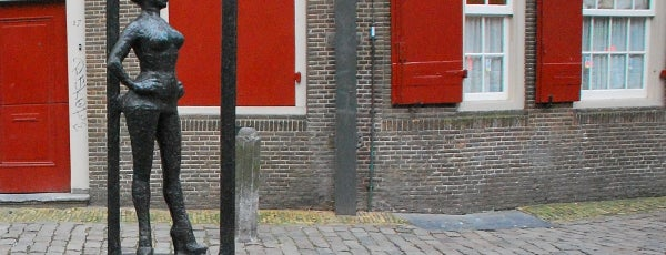 Bronze statue in honor of prostitutes is one of Outstanding Amsterdam for backpackers.