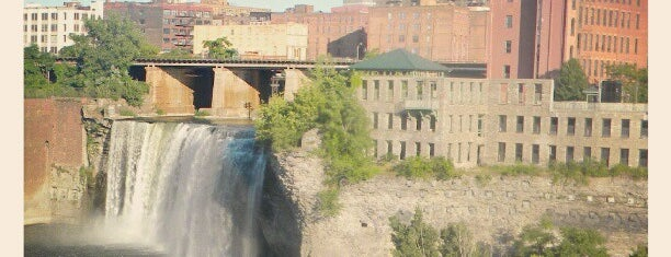 High Falls is one of Cool places in NY (upstate).