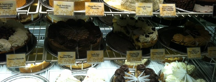 The Cheesecake Factory is one of Lugares favoritos de Guha.
