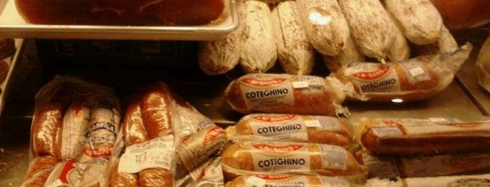 Tagliaferri's Delicatessen is one of Lugares favoritos de Julianne.
