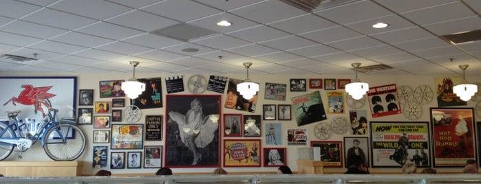 Douglas Ave Diner is one of Locais curtidos por Laura.