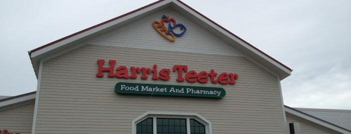 Harris Teeter is one of Locais curtidos por Sarah.