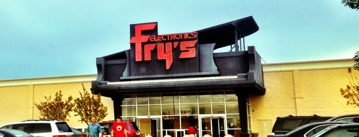 Fry's Electronics is one of Lieux qui ont plu à Lyndsy.