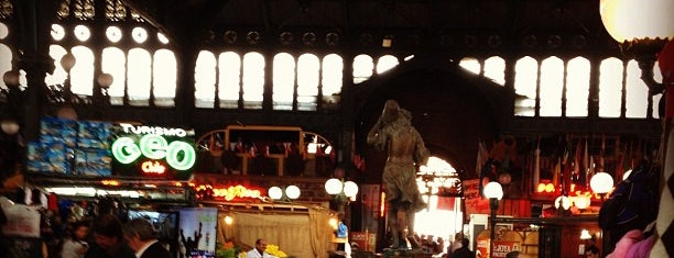 Mercado Central is one of Must See in Santiago.