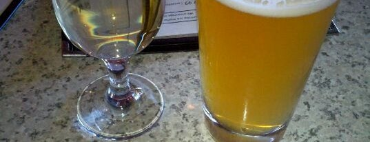 Hatchell's American Tapas Tavern is one of Anna'nın Kaydettiği Mekanlar.