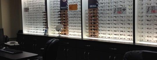 Visionworks Doctors of Optometry is one of สถานที่ที่ Jase ถูกใจ.
