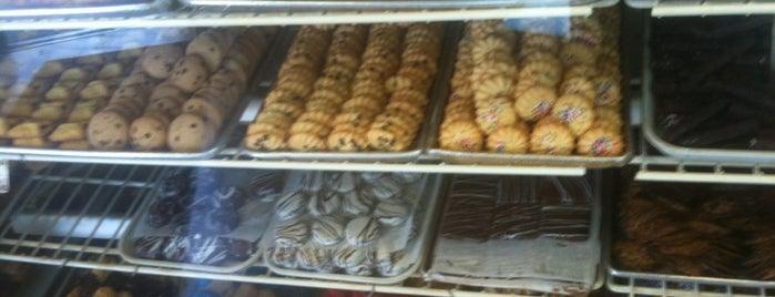 John's Bakery and Pastry Shop is one of Janelle'nin Kaydettiği Mekanlar.