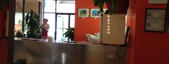 The Beehive Salon is one of Orte, die Erica gefallen.