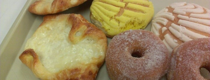 Vera's Bakery is one of สถานที่ที่บันทึกไว้ของ Yelena.