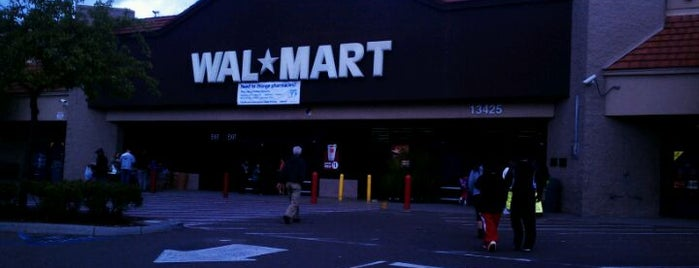Walmart Supercenter is one of Orte, die Sergio M. 🇲🇽🇧🇷🇱🇷 gefallen.