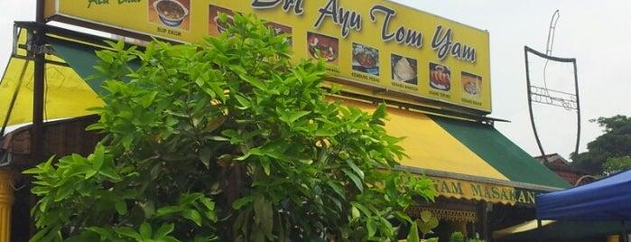 Sri Ayu Seafood is one of สถานที่ที่บันทึกไว้ของ Nasrul.