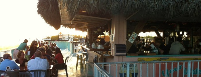 Chiki Tiki Bar and Grille at Burdines Waterfront is one of Tara'nın Kaydettiği Mekanlar.