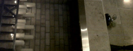 Hamlet Court Hotel is one of おれが泊まった世界の安宿.