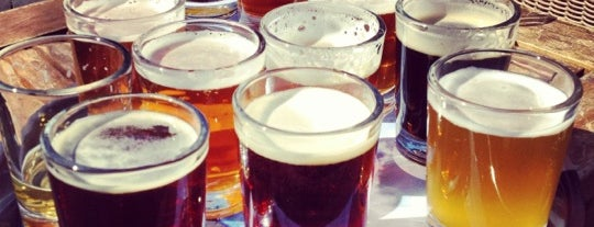 Half Moon Bay Brewing Company is one of Locais curtidos por Stephanie.