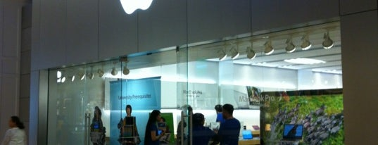 Apple Yorkdale is one of Posti che sono piaciuti a Ayhan.