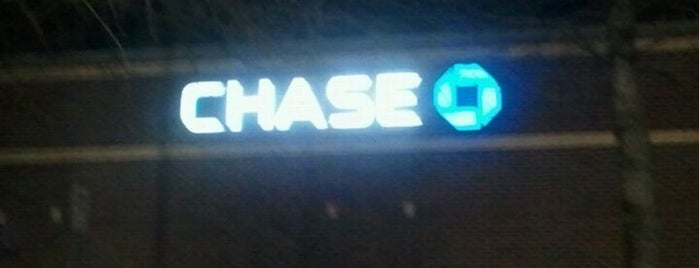 Chase Bank is one of สถานที่ที่ Barry ถูกใจ.