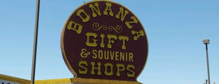 Bonanza Gift & Souvenir (World's Largest Gift Shop) is one of Orte, die Matt gefallen.