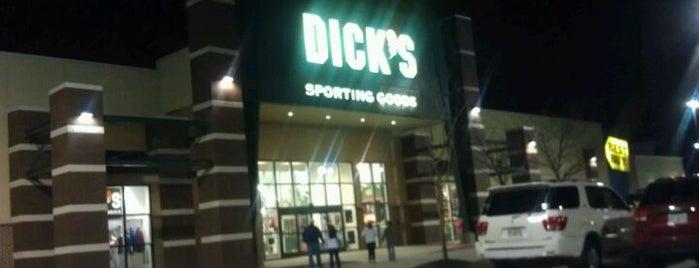 DICK'S Sporting Goods is one of Jason 님이 좋아한 장소.