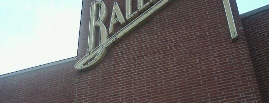 Val Air Ballroom is one of Evan[Bu] Des Moines Hot Spots!.