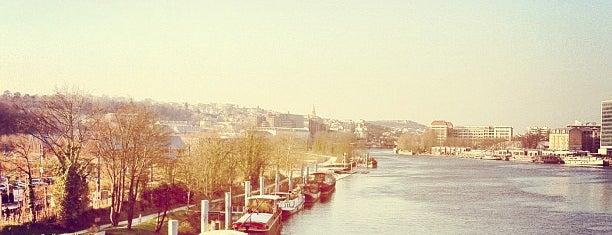 Pont de Sèvres is one of mody.