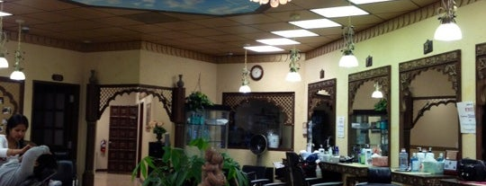 Vinita's Beauty & Threading Studio is one of Orte, die Coco gefallen.