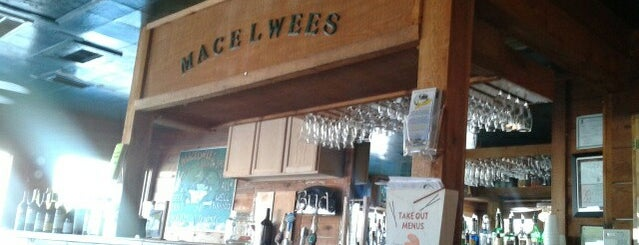 MacElwee's Seafood House is one of Locais curtidos por Zak.