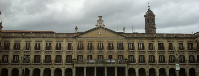 Plaza de España (Plaza Nueva) is one of Kaixo Euskadi!.